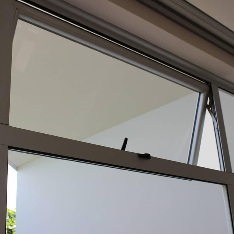 Sistema de vidrios fijos proyectable estilo Europa
